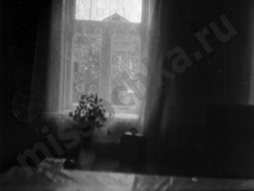 окно в деревенском доме