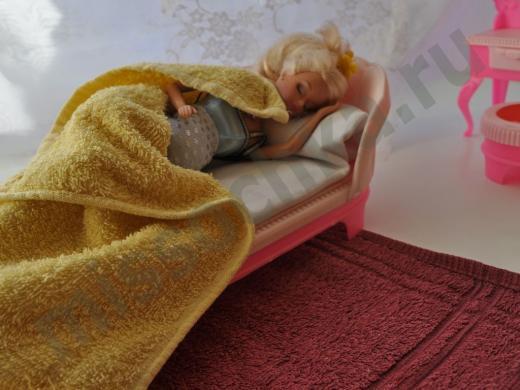спящая беременная кукла
