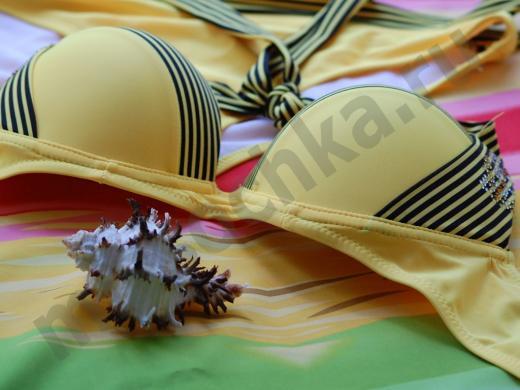 морская раковина и жёлтый купальник